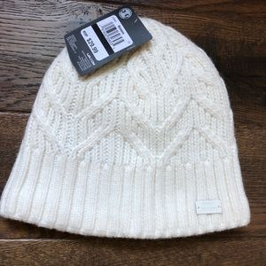 New Under Armour women white fleece hat / beanie
